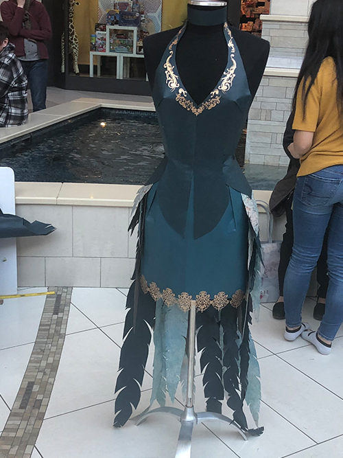 teal dress with gold edging & feathers in 日e back