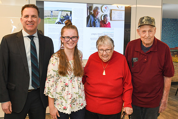 Shayelyn Scott, 农业 Management Diploma student, accepts the inaugural George and Margery Steckler Fall Award from George and Marge Steckler and Olds College President Stuart Cullum.